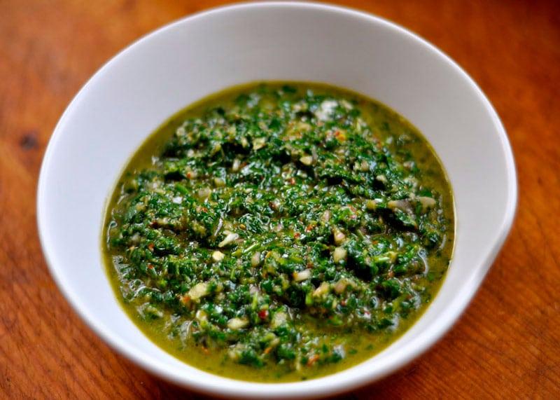 Приготовление острого соуса Чимичурри фото