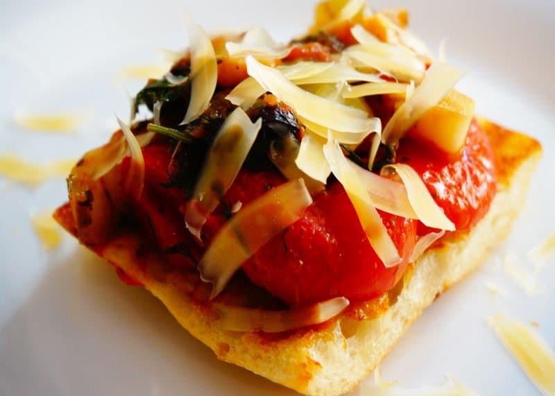 Рецепт брускетты с помидорами и сладким перцем фото