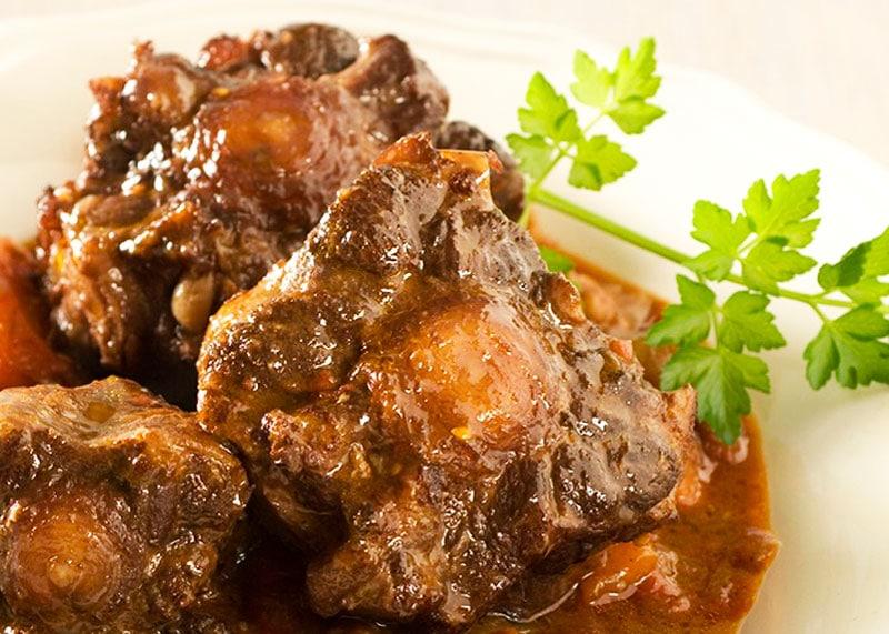 рецепт бычьих хвостов, тушеных с овощами фото