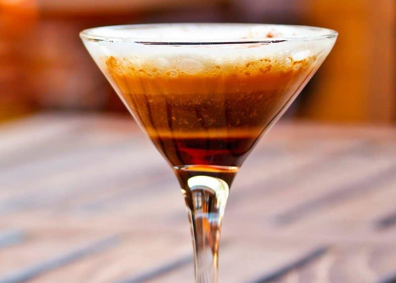 Приготовление коктейля Губы Ангела фото