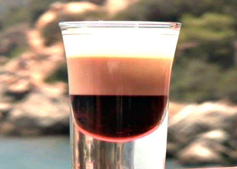 Рецепт приготовления коктейля-шутера Абевегедейка фото