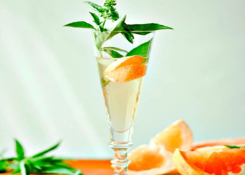Рецепт коктейля-спритцера из грейпфрута фото