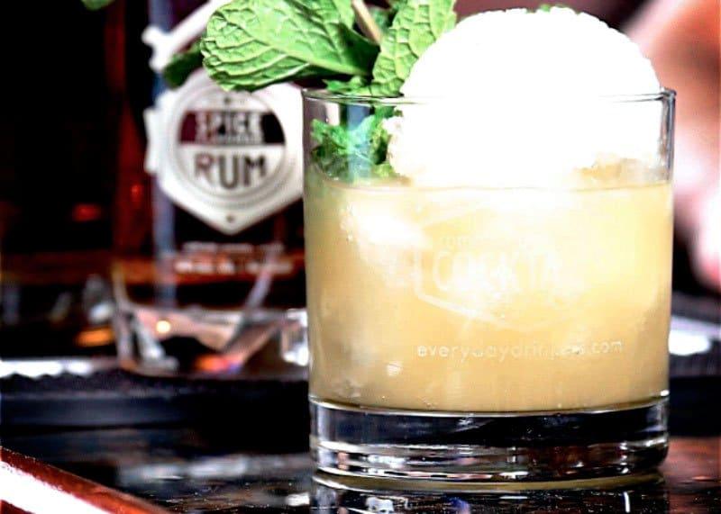Приготовление коктейля ромовый смэш фото