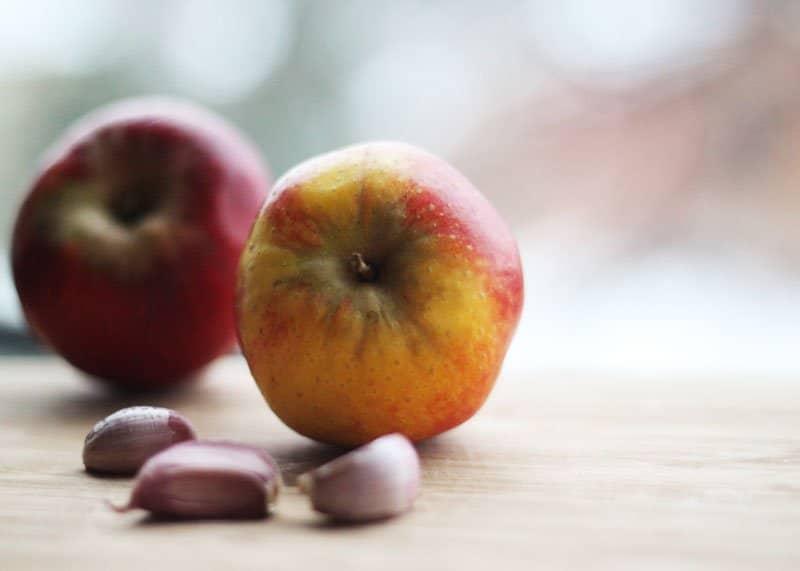 Яблоко устраняет запах изо рта фото