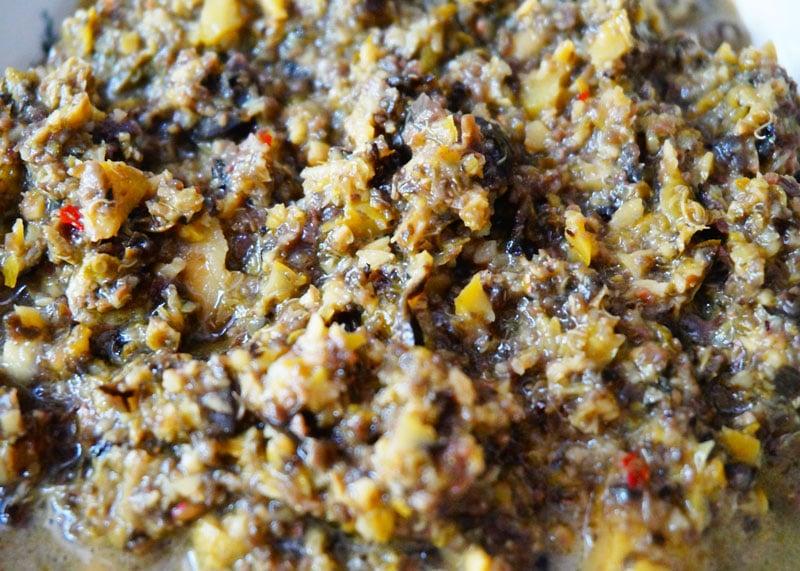 Приготовление острого соуса из оливок Алькапаррадо фото
