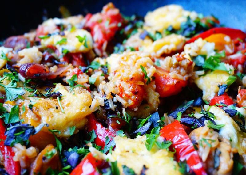 рис с овощами, раковыми шейками и сыром фото