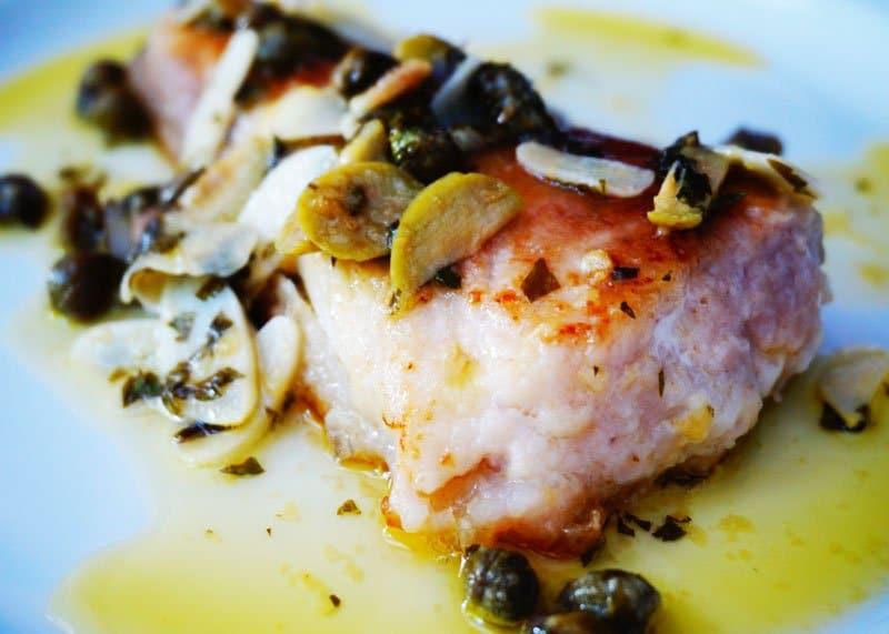 Приготовление рыбы в духовке с оливками и каперсами фото