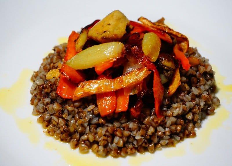 Рецепт приготовления гречневой каши с белыми грибами, морковью и луком фото