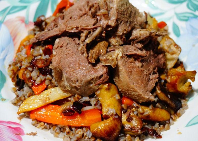 Как приготовить гречневую кашу с белыми грибами, морковью, луком и языком фото