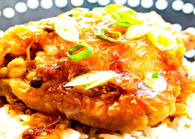 Как приготовить курицу в духовке, тушеную под соевым соусом и винным уксусом по-филипински или Адобо фото