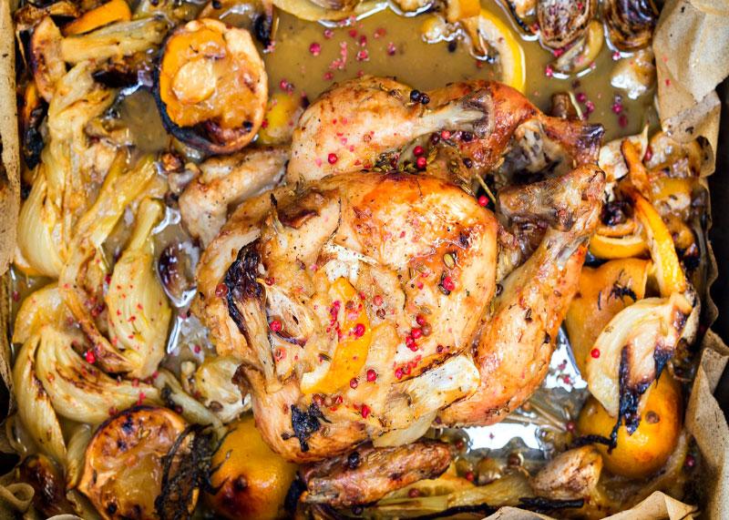 Рецепт приготовления курицы в духовке с дольками лимона и чесноком фото