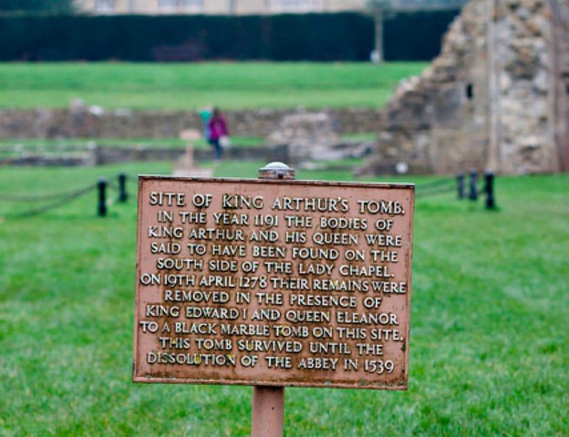 Могила короля Артура фото