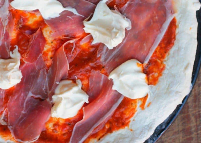 Рецепт приготовления пиццы с маскарпоне и прошутто фото