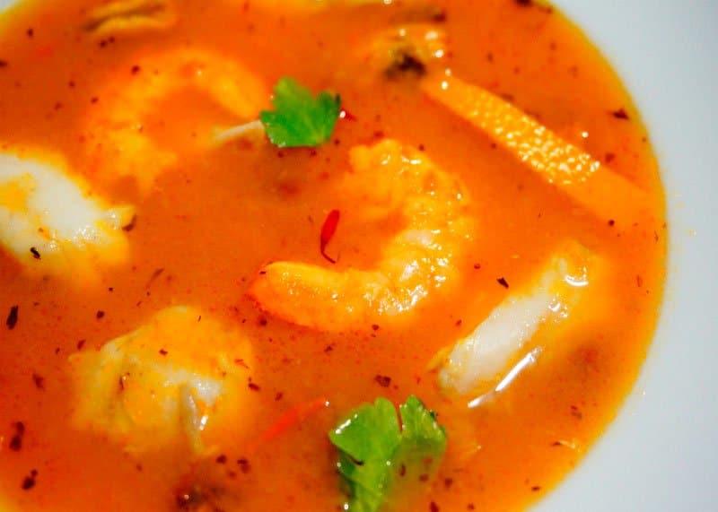 Как приготовить рыбный суп с креветками и мидиями фото