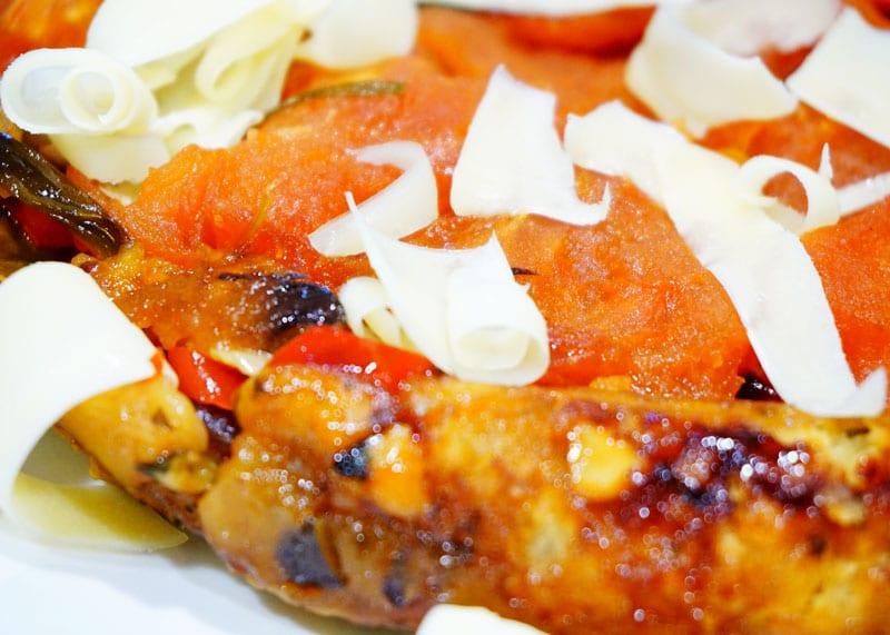 Рецепт приготовления тарт татен из помидоров, лука, перца с пармезаном фото