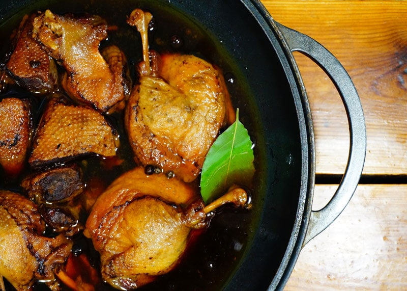 Как приготовить утку, тушеную в соевом соусе и меду фото
