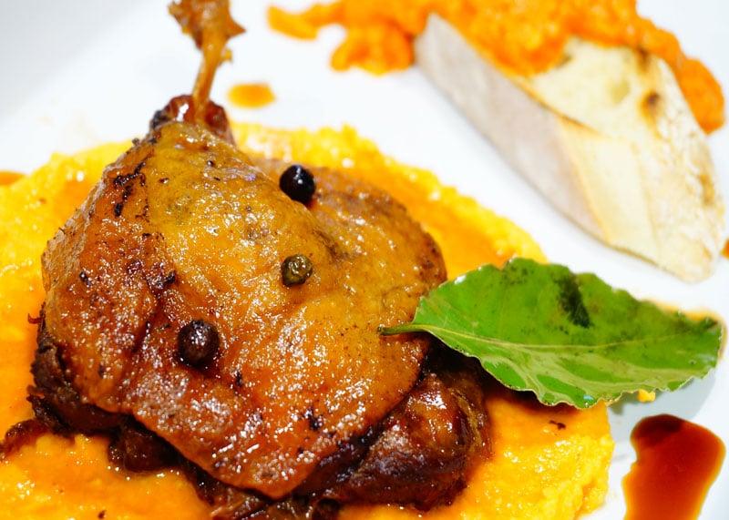 Приготовление утки в соевом соусе и меду фото