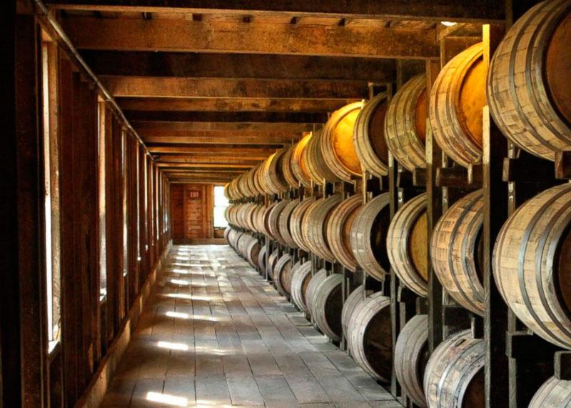 Бочки с виски фото
