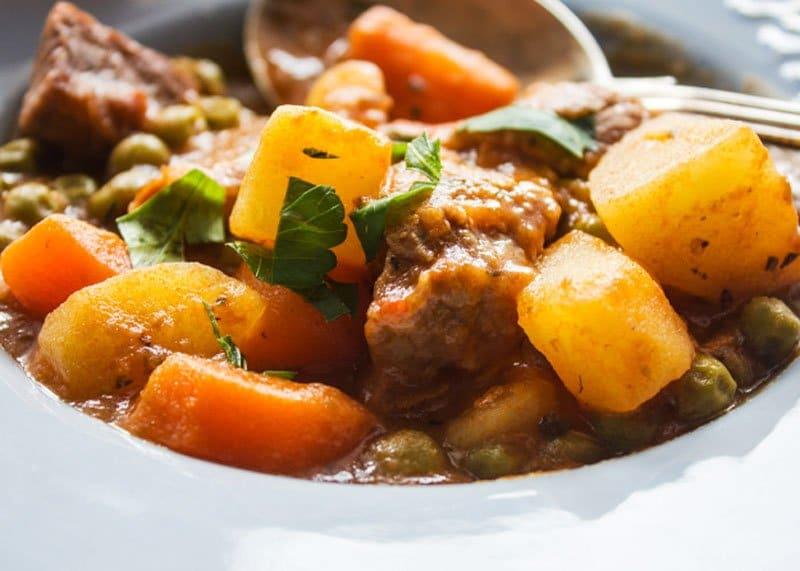 Рецепт говядины тушеной с овощами фото