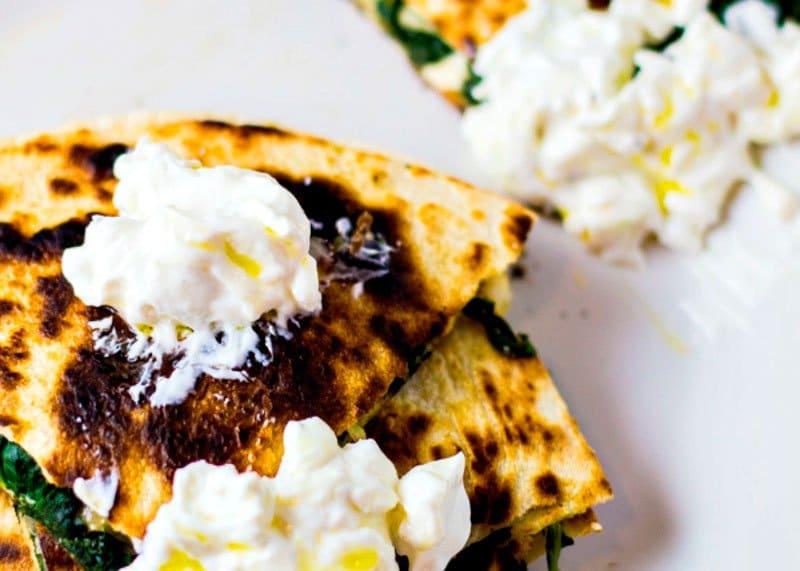 Лепешки со шпинатом и фетой рецепт фото