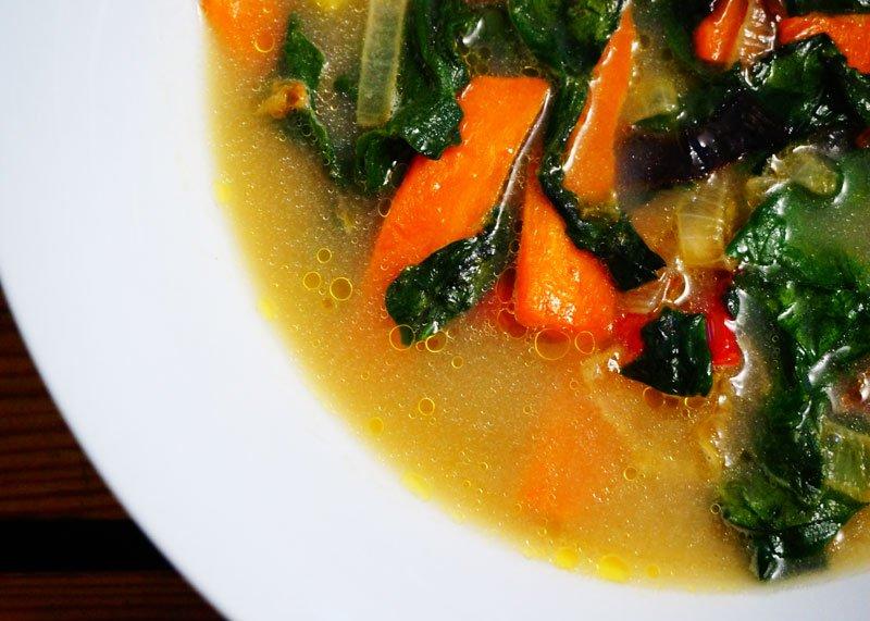 Рецепт супа из говяжьих щек с нутом и овощами фото
