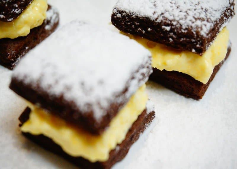Рецепт шоколадных коржиков с кремом фото