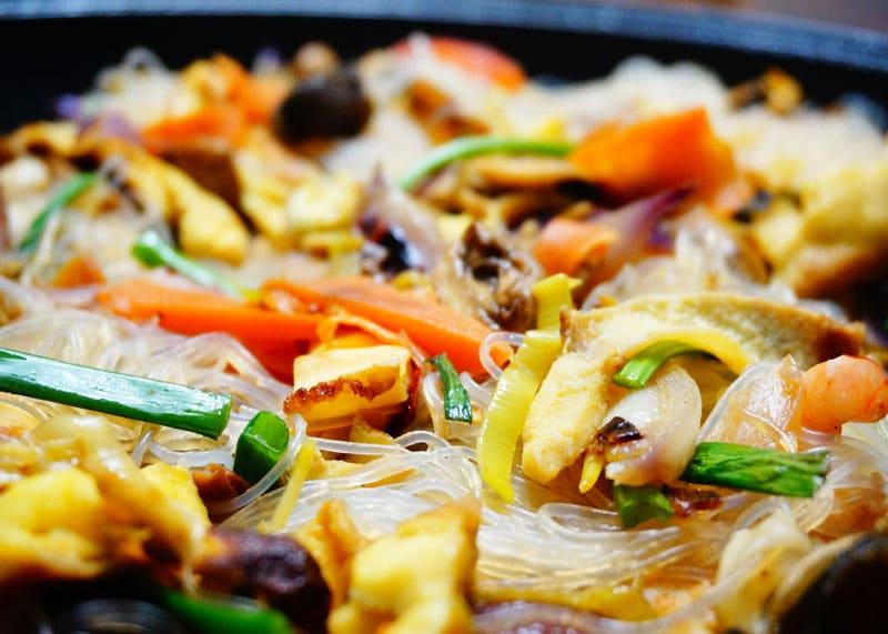 Приготовление рисовой лапши с морепродуктами фото