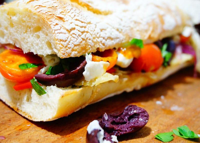 Приготовление сэндвича с овощами фото