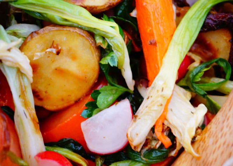 Салат из овощей и зелени рецепт фото