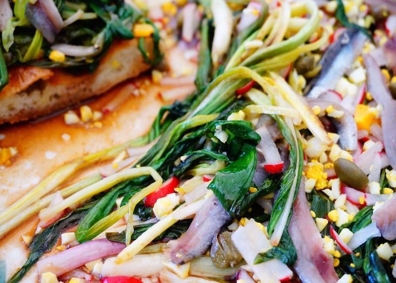 Приготовление салата из зеленого лука и черемши рецепт фото