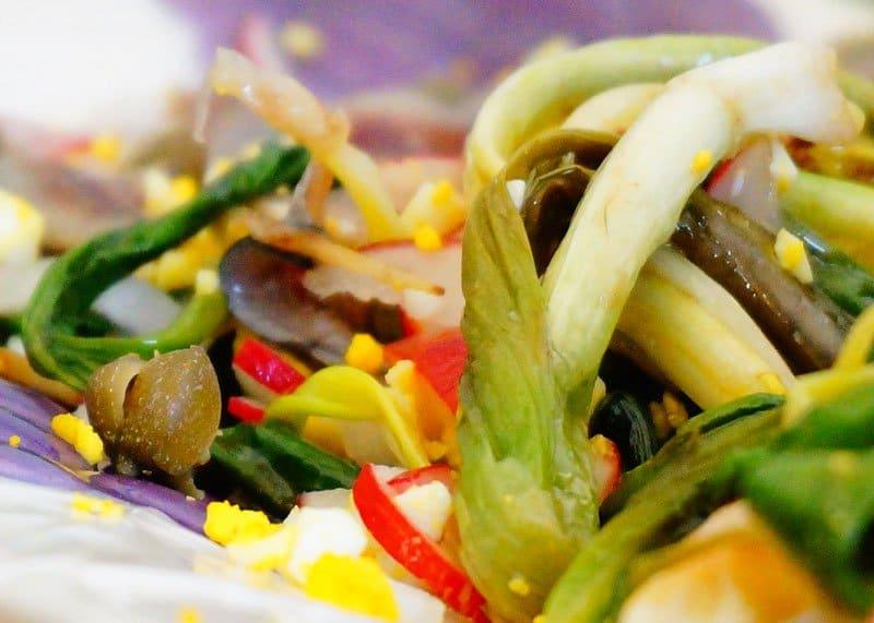 Салат из зеленого лука и черемши рецепт фото