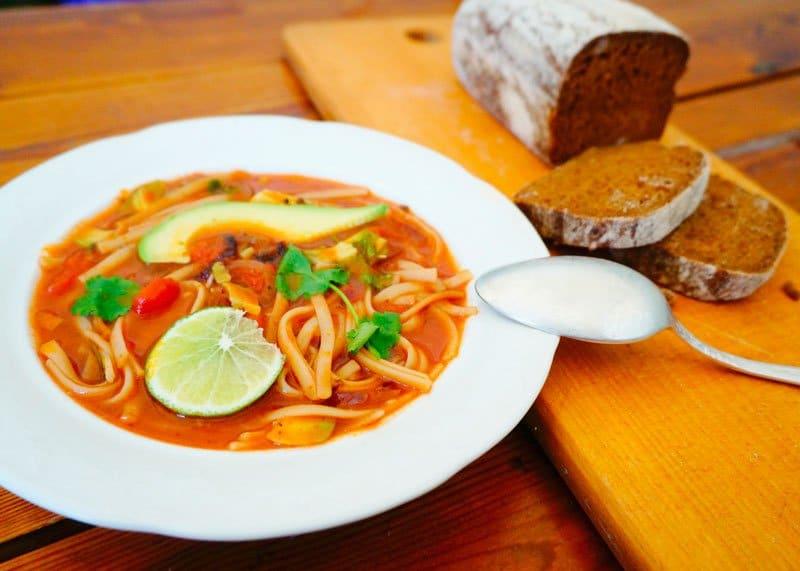 Приготовление томатного супа с лапшой фото