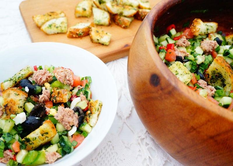 Овощной салат с тунцом рецепт фото
