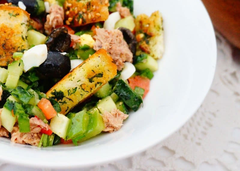 Рецепт овощного салата с тунцом фото