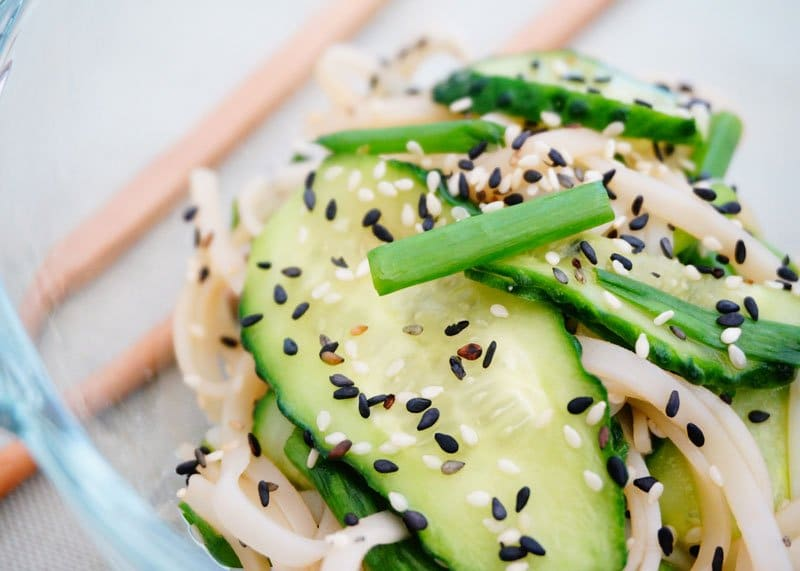 Салат из огурцов и вермишели рецепт фото
