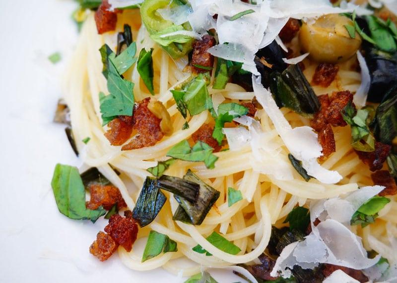 Спагетти с анчоусами рецепт фото