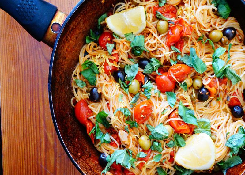 Рецепт спагетти с томатами и анчоусами фото
