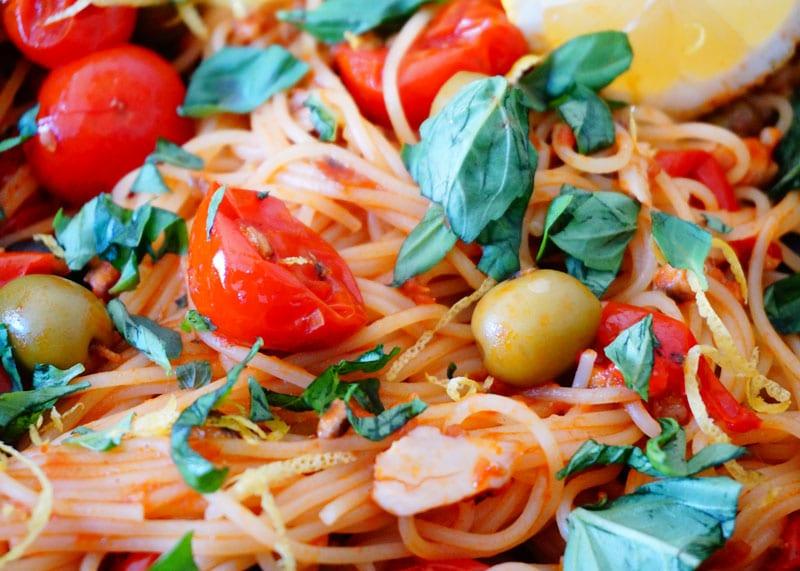 Приготовление спагетти с томатами и анчоусами фото