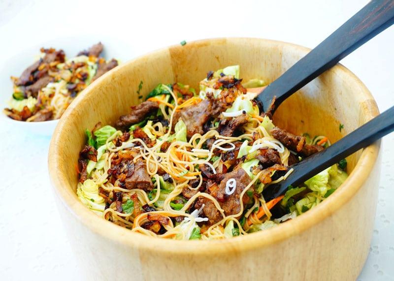 Телятина с салатом из лапши рецепт фото