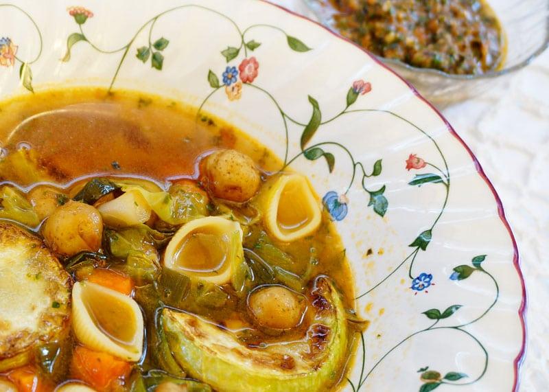 Рецепт овощного супа с песто фото