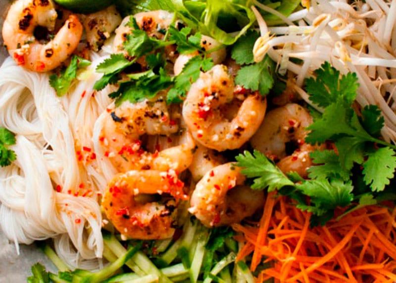 Приготовление салата с креветками фото
