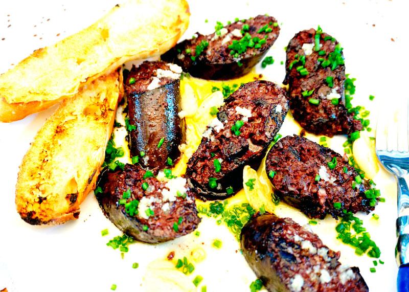 Жареная кровяная колбаса приготовление фото