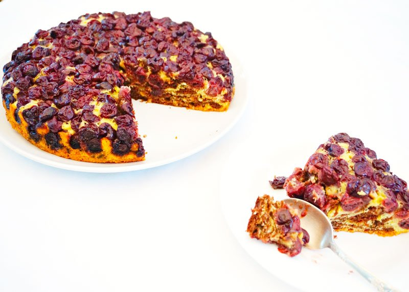 Приготовление вишневого пирога фото