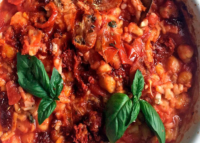 Нут с томатным соусом фото