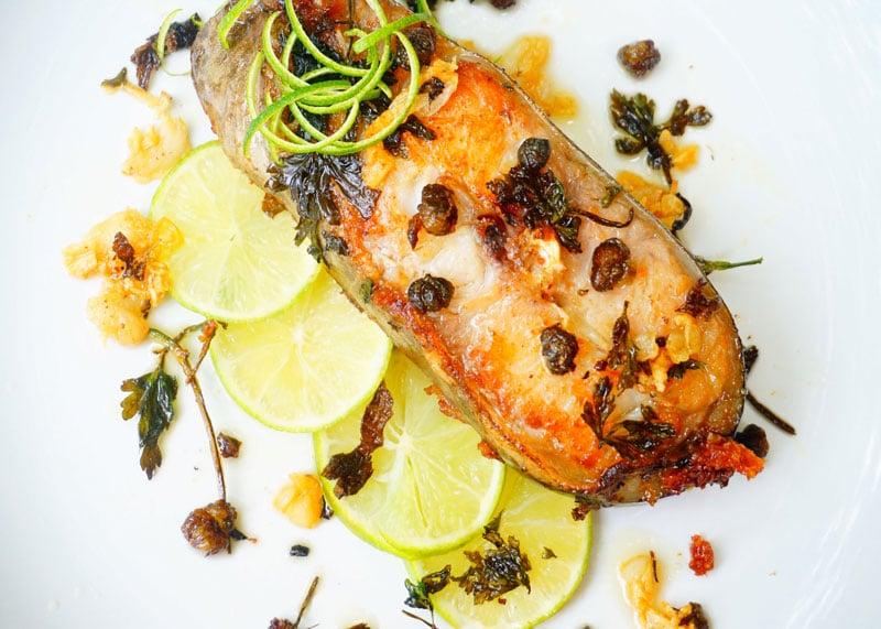 Рецепт рыбы-меч с каперсами фото