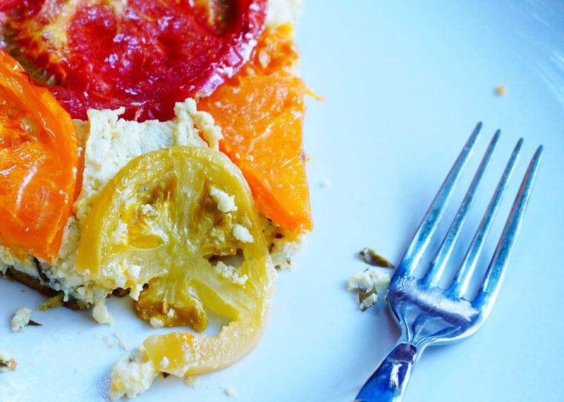 Тарт с рикоттой и помидорами фото