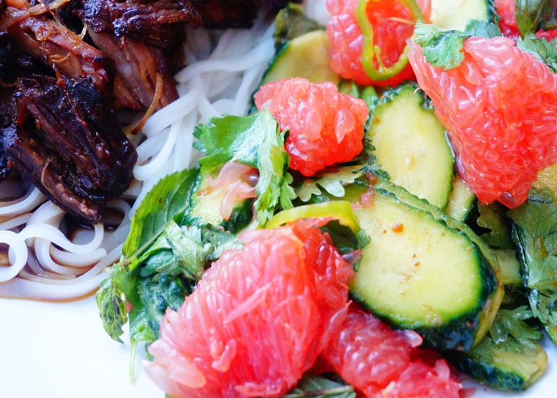 Тушеная свинина с салатом рецепт фото