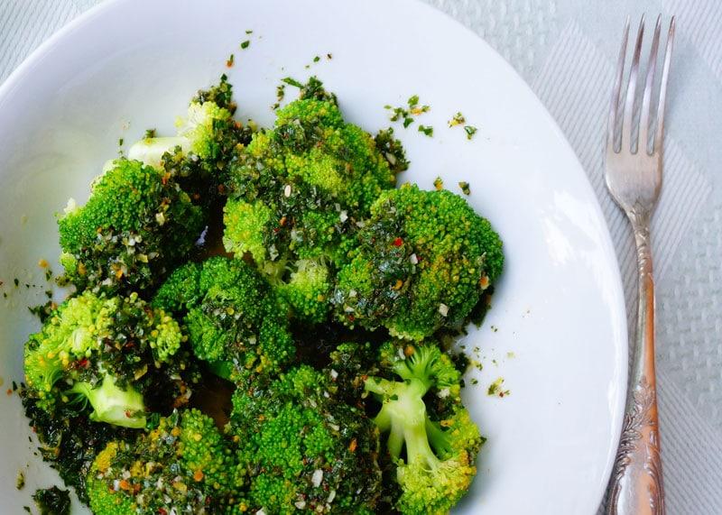 Рецепт брокколи с соусом мохо верде фото