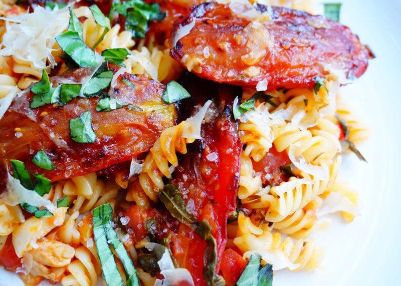 Рецепт фузилли с чесноком и помидорами фото