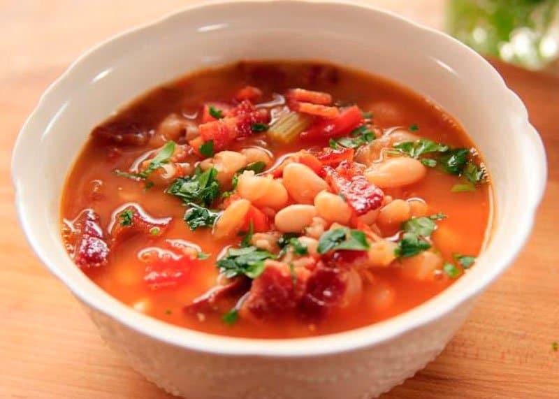 Суп из фасоли и бекона фото